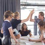 リーダーの皆さん、育成スキルは鍛えてますか?職場での効果的な褒め方、しかり方