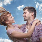 不安も幸せも伝染する!鍵を握るのは女性。